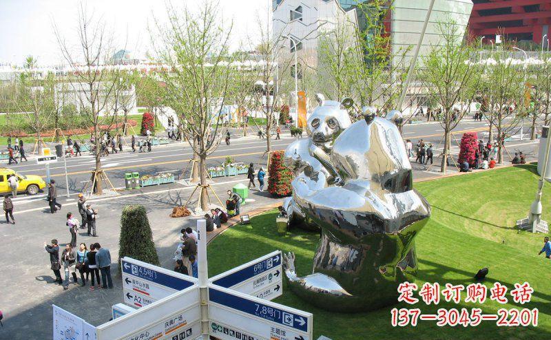 公园不锈钢镜面大熊猫景观雕塑